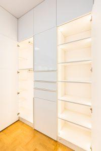 Oświetlenie LED w szafie